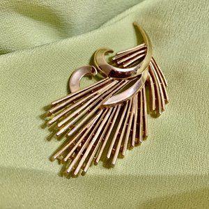 💝TRIFARI Original 1960s Vintage Golden Brooch